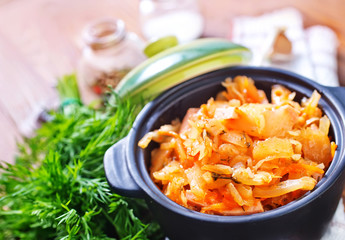 fried cabbage with tomato sauce
