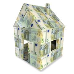 Haus aus 5 Euroscheinen und Kleingeld