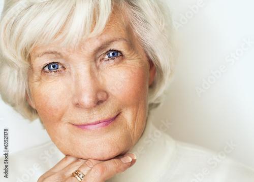 canvas print picture Charmante Seniorin