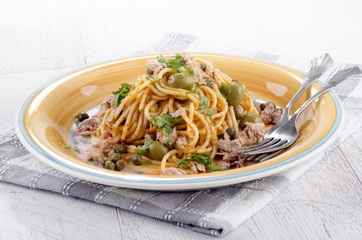 spaghetti with tuna and olive