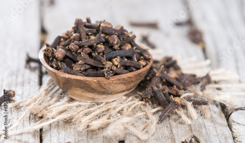 Cloves in a small bowl
