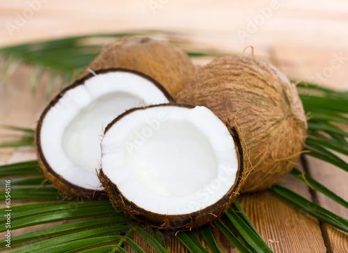 Aluminium Keuken Fresh coconuts on the table