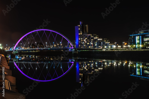 Poster Brug Clyde Arc bridge in Glasgow at night