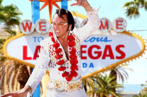 Papiers peints Las Vegas Elvis look-alike impersonator and Las Vegas sign