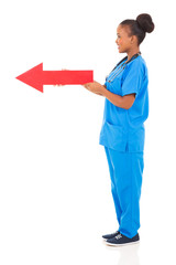 afro american nurse holding a red arrow