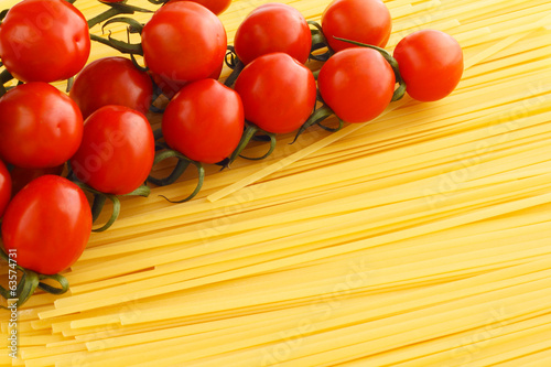 Spaghetti and tomatoes
