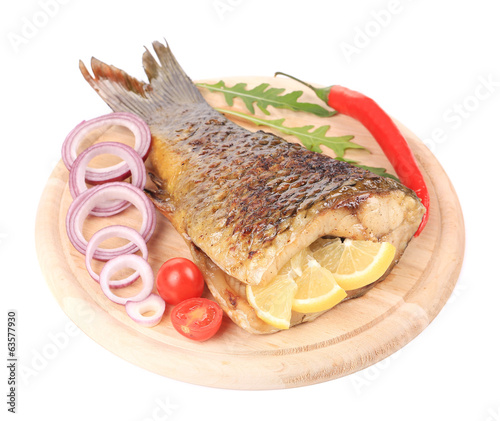Fried fish with vegetables.