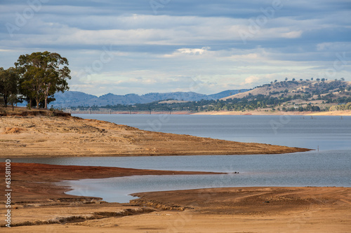 Beautiful Hume Lake amongst Victorian countryside hills
