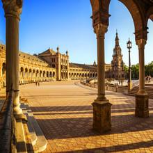 Place d'Espagne (Plaza de l'Espagne) au coucher du soleil à Séville, en Espagne.