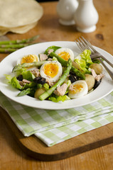 Asparagus and tuna salad
