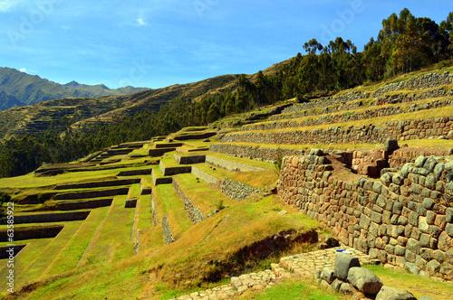 Papiers peints Amérique du Sud Chinchero. Andenes agrícolas y muro de un palacio inca