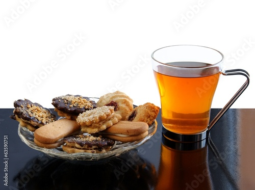 hot tea in glass and cookies