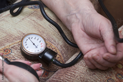 Device shows dangerous arterial pressure