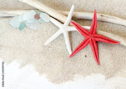 Sea glasses, starfish and wood - Tropical travel