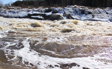 Река Барга после вскрытия. Зеленогорск Красноярский край