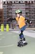 Junge beim skaten