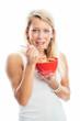 Blonde Frau mit Müslischälchen