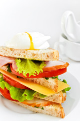 Sandwich with bacon, poached egg and vegetables