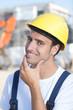 Portrait eines freundlichen Bauarbeiters