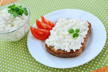 Cottage cheese on bread