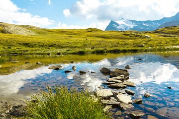 Sentiero in acqua su sassi, Gran Paradiso, Valle d'Aosta