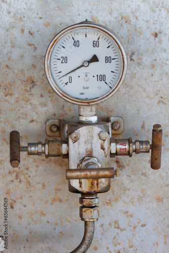 Pressure gauge for measuring pressure