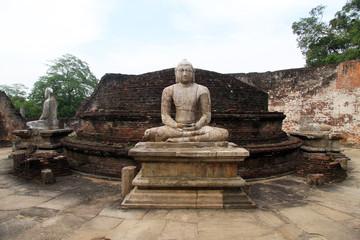 Buddhas in Vatadage