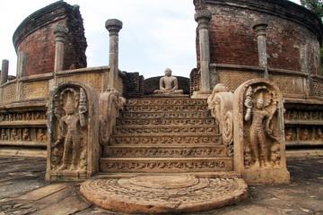 Buddha in vatadage