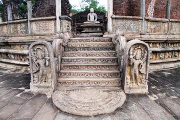 Vatadage and Buddha