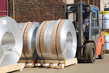 Factory Diesel Forklift Truck Moving Aluminum Wire Rolls