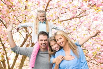 Familie in der Blütezeit Natur
