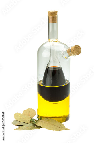 Vinegar, olive oil and laurel