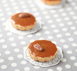 Mini Caramel Pies with Caramel Topping