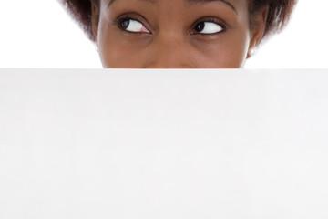 Augen einer dunkelhaarigen Frau