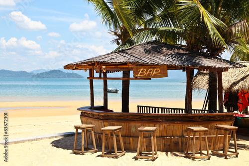 Leinwanddruck Bild Beach bar with clear blue sky on Phayam island Thailand