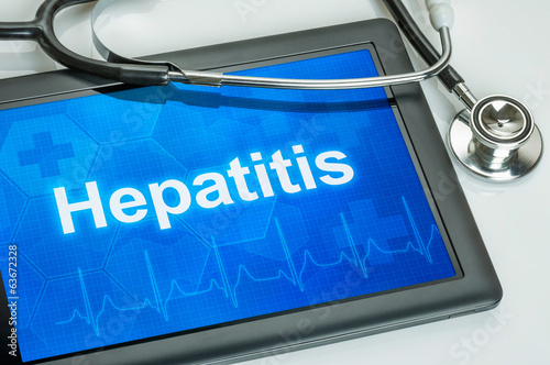 Tablet mit der Diagnose Hepatitis auf dem Display
