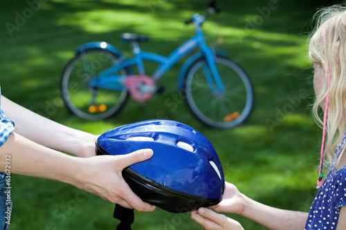 Helmet and the little girl - 63672932