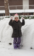 Giochi invernali: mani in alto palle di neve