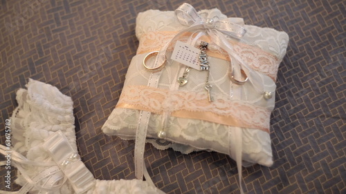 beautiful white pillow for wedding rings