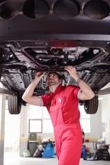 mechanic check broken car