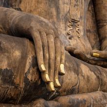 Part d'une ancienne statue de Bouddha dans le temple de Sukhothai Hist