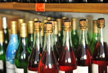 Botellas de vino, lambrusco y otros
