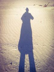 Sombra de mujer en la playa