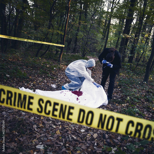 CSI team of experts inspecting a dead body