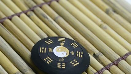 Tao Symbol auf einem Drehteller