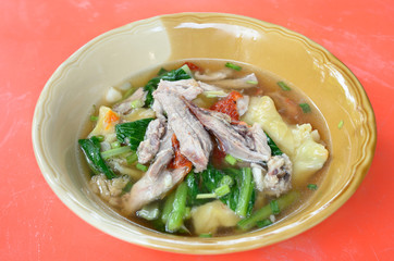 Wanton soup with roasted duck