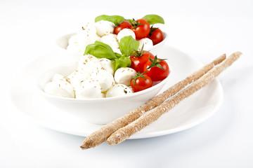 Mozzarelle fresche con pomodorini,basilico e grissini