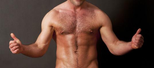 Oberkörper eines nackten Mannes