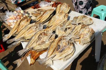 アンゴラ、路上の干物