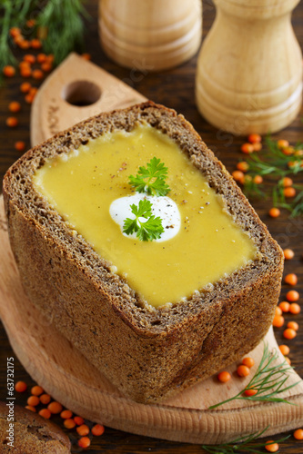 Lentil soup in the bowl of bread.